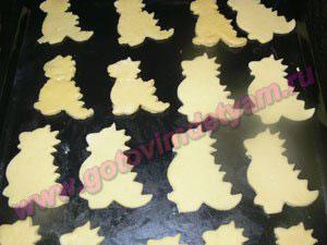 Выкладываем печенье для детей на противень