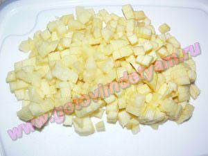 Готовим яблоки в кексы для детей