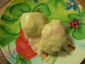 Куриные котлеты с овсянкой в молочном соусе